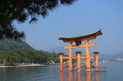 厳島神社の鳥居の写真