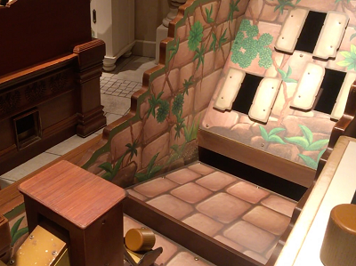 ジャングルカーニバル丸太投げゲームの写真