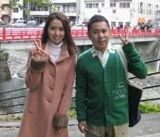 岡村隆史と飯野千寿の写真